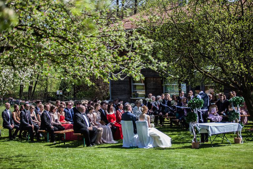 Trauungen in München unter freiem Himmel mit Hochzeitsredner von Strauß & Fliege