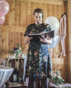 Angela Klein ist freie Rednerin auf Trauungen