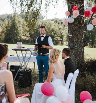Freie Hochzeit unter freiem Himmel mit Hochzeitsrednerin von Strauß & Fliege