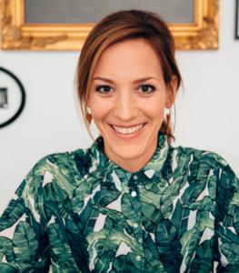 Katharina Neudorfer ist freie Rednerin bei Strauß & Fliege in München und im Umland
