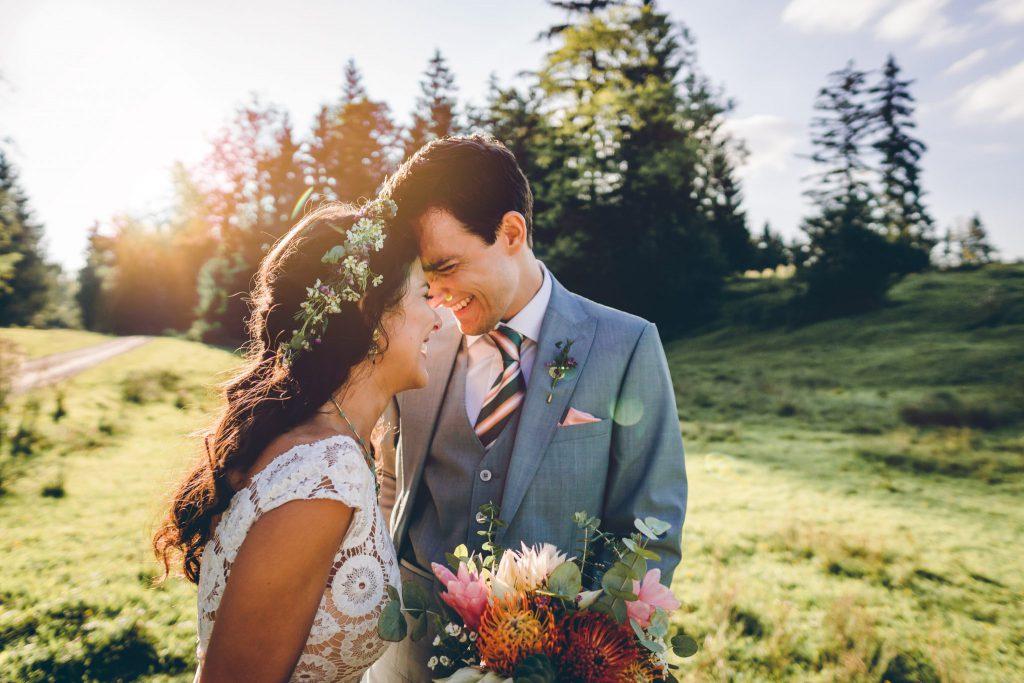 Niko und Sabrina feiern Ihre DIY Hochzeite und freie Trauung im Blueland bei Ohlstadt in Bayern.