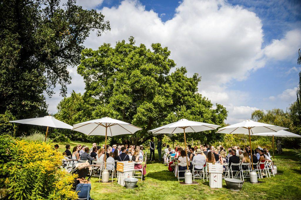 Freie Trauung im Freien: Hochzeit mit Rednern von Strauß & Fliege