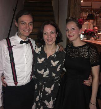 Anna und das Brautpaar nach der freien Trauung