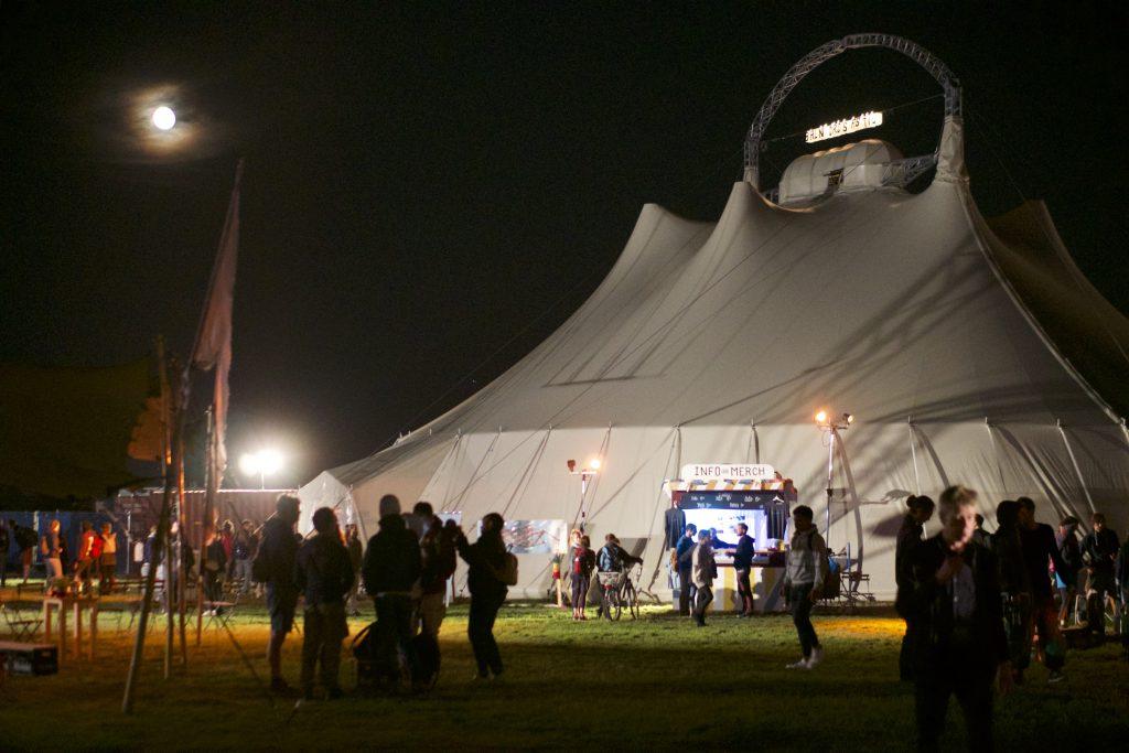 Das Zelt ist einzigartig für Eure Hochzeit - auch bei Nacht