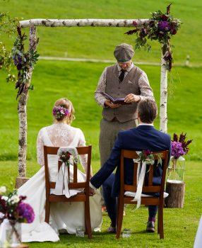 Wie wird man freier Hochzeitsredner?
