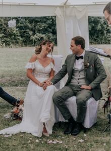 Strauß & Fliege Trauredner Morten und Carolin begleitet Paare im Doppelpack