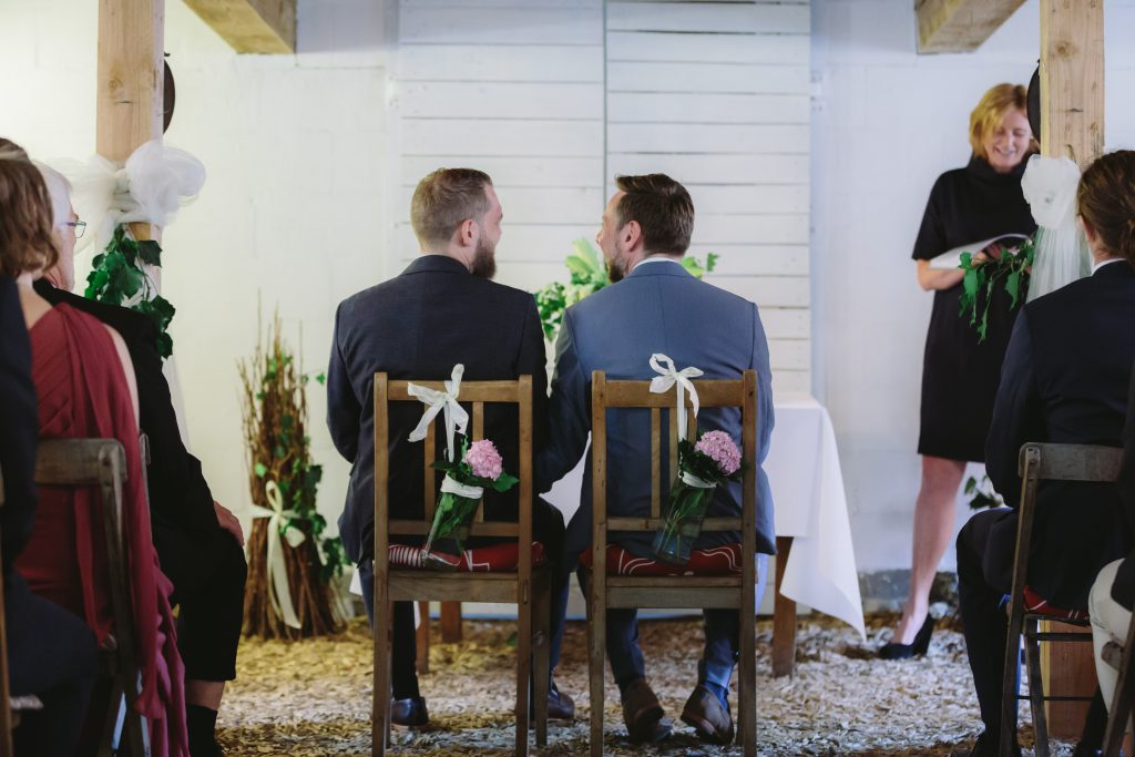 Queere freie Hochzeit mit Traurednerin Maike Langenstrassen