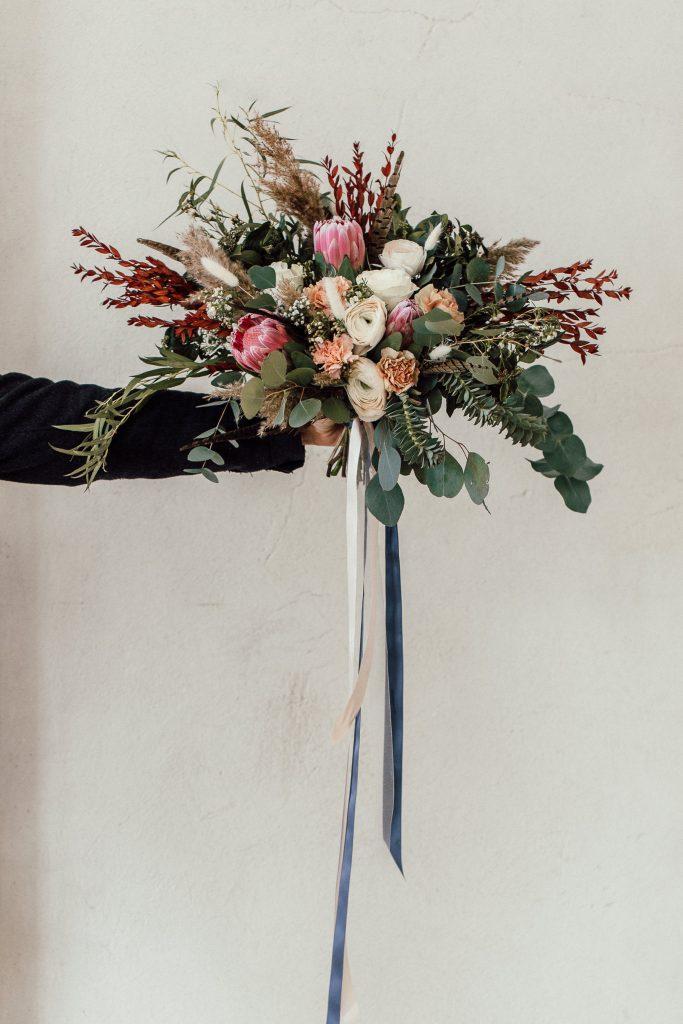 Wunderschöner und üppiger Brautstrauß