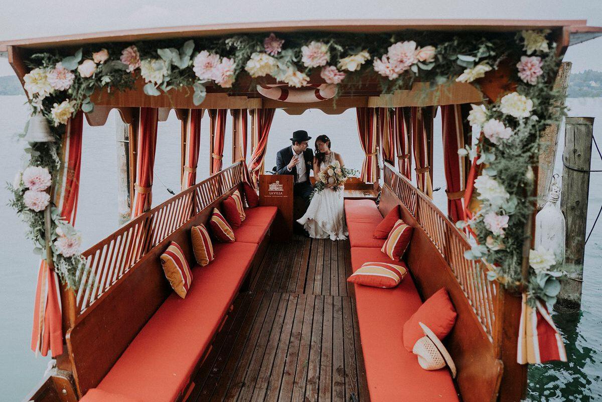 Freie Trauung auf einem Schiff während der Bootsfahrt