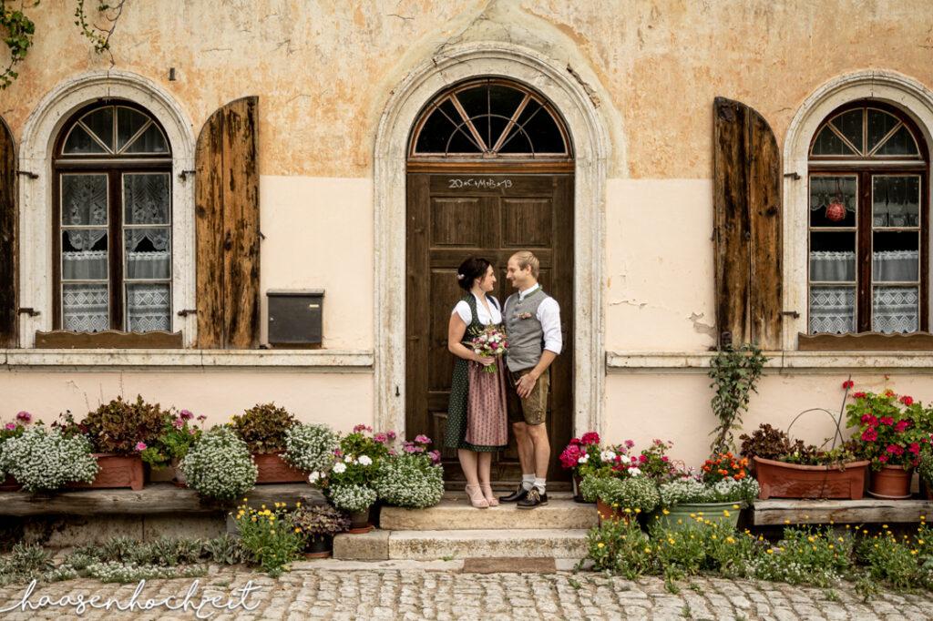 Bayerisches Brautpaar in Tracht