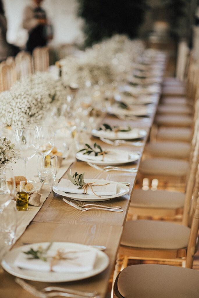 Wunderschöne Hochzeitstafel in Goldtönen
