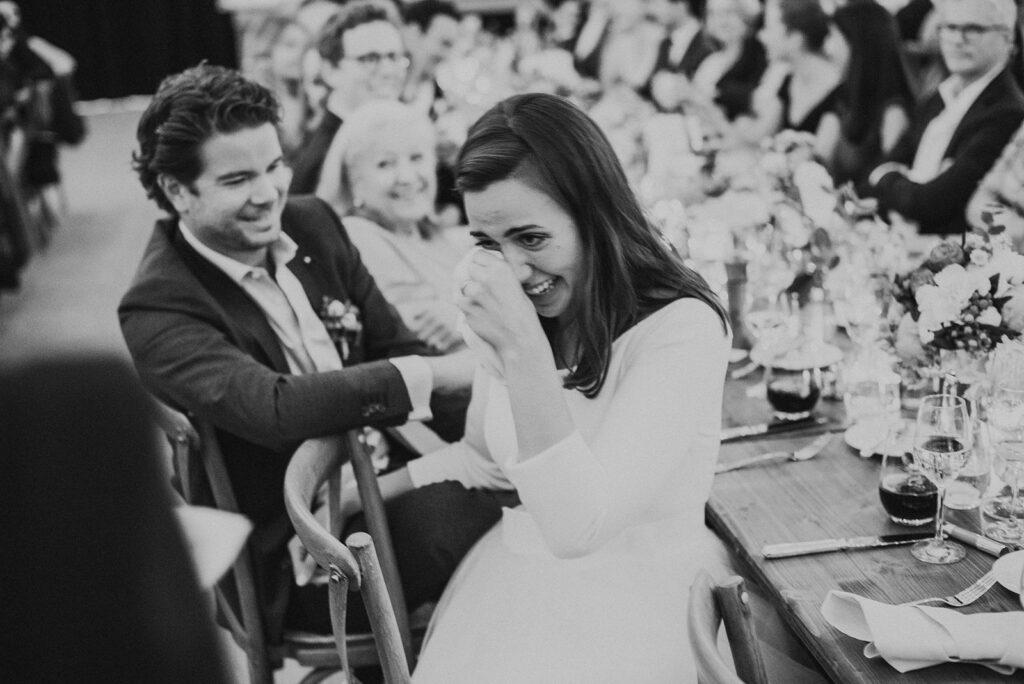 Brautpaar zu Tränen gerührt von der Rede