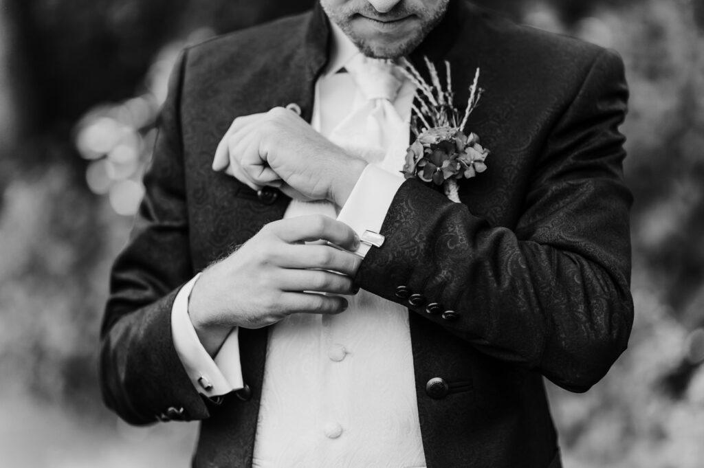 Hochzeitsfotograf Scheyern Jung und Wild design Getting Ready Bräutigam