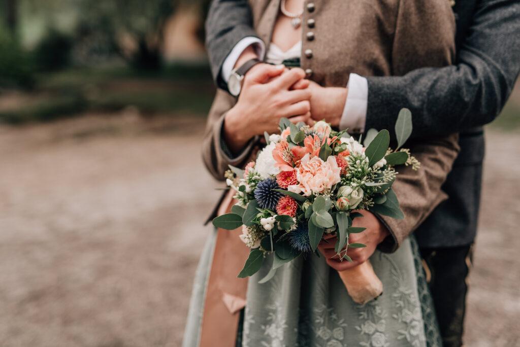 Brautstrauß Trachtenhochzeit | Blumenstrauß freie Trauung| Strauß & Fliege