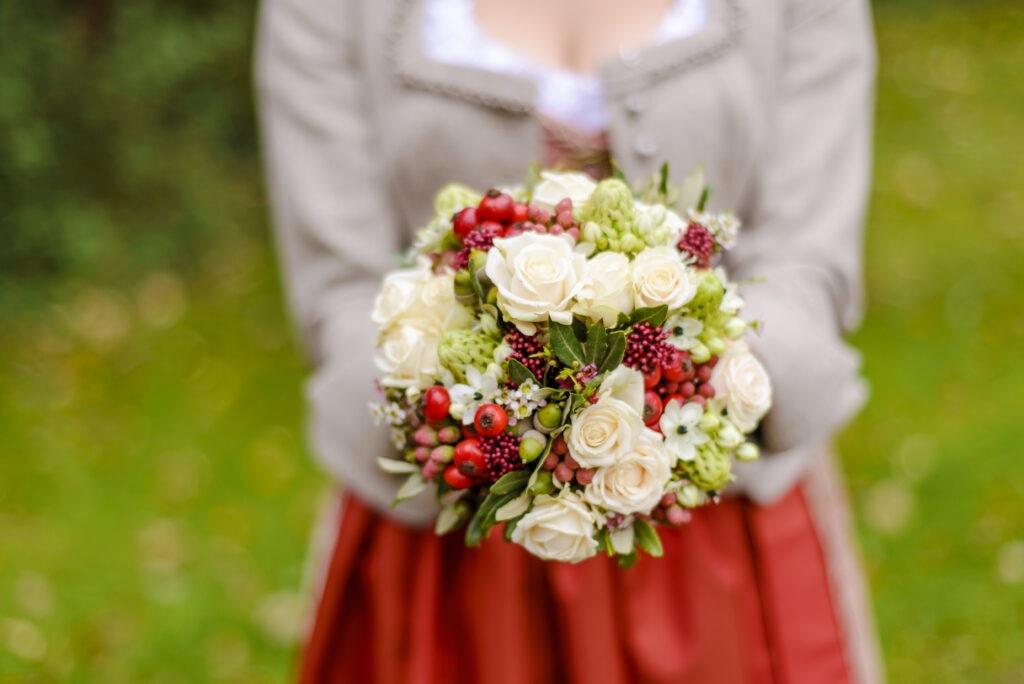 Brautstrauß Herbstblumen | Blumenstrauß Hochzeit | Strauß & Fliege