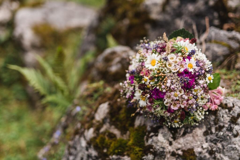 Brautstrauß Wildblumen | Blumenstrauß Hochzeit | Strauß & Fliege