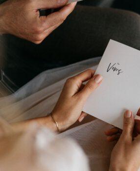 Wie schreibe ich ein Eheversprechen?