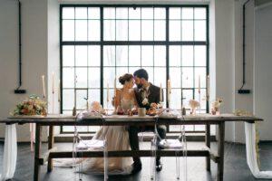 Hochzeitstisch Brautpaar | Freie Trauung Wien | Strauß & Fliege