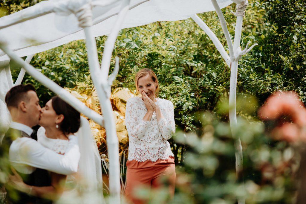 Traurednerin München | Hochzeitsrednerin Katharina Neudorfer | Strauß & Fliege
