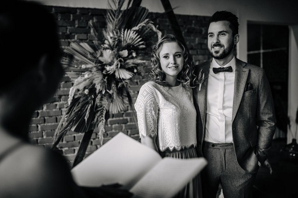 Freie Traurednerin | Boho Hochzeit zu zweit | Strauß & Fliege