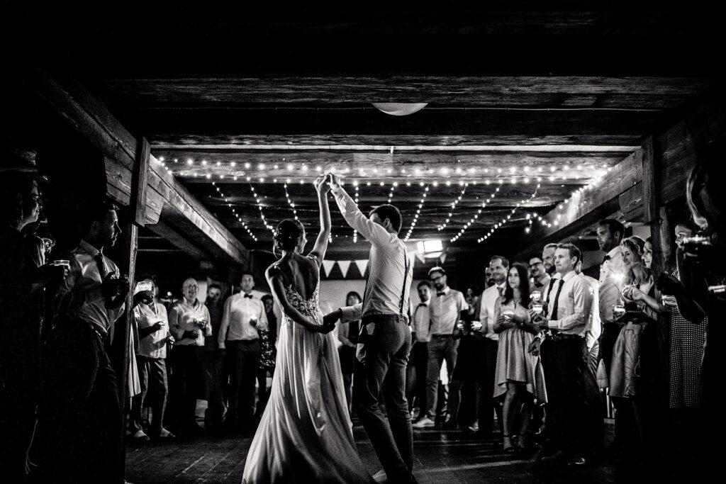 Brautpaar | Erster Tanz | Strauß & Fliege