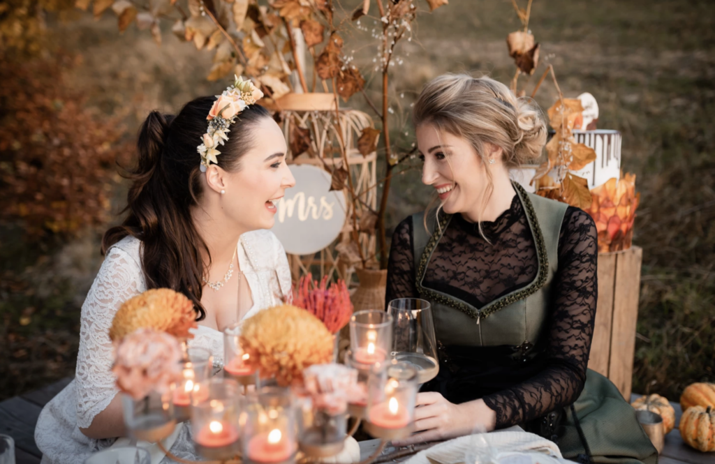 Herbsthochzeit Halloween Erntedank | Braut und Brautjungfern | Strauß & Fliege