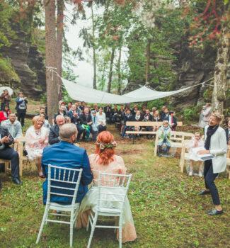 Freie Trauung im Wald und im Regen   Harry Potter Hochzeit   Strauß & Fliege