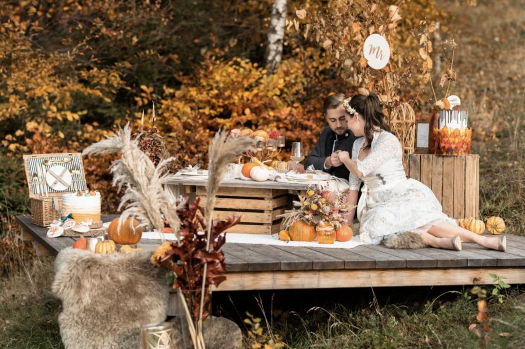 Herbsthochzeit | Freie Trauung mit Picknick | Strauß & Fliege