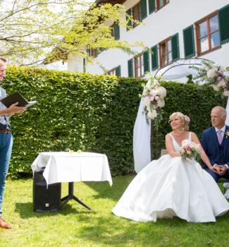 Freie Trauung im Garten   Trauredner Simon Zimmermann   Strauß & Fliege