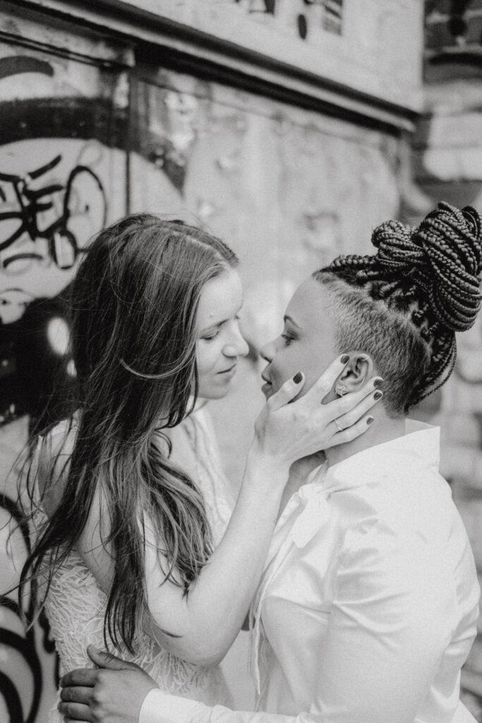 Queer heiraten   Ehe für alle   LGBTIQ* Hochzeit   Strauß & Fliege